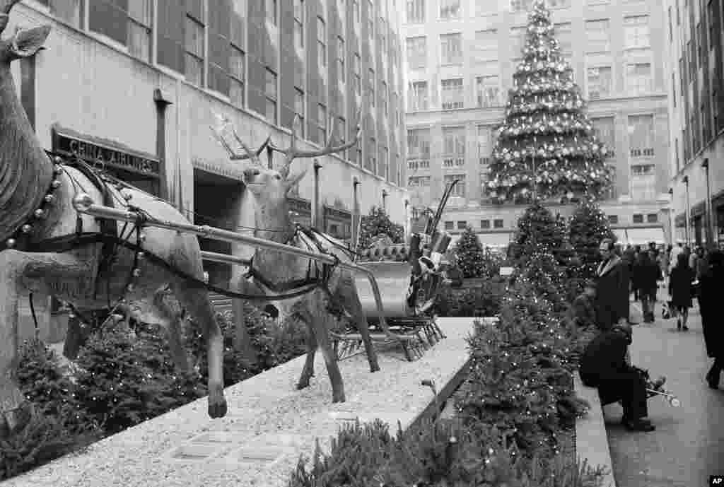 1974 рік. Декорації біля ялинки.