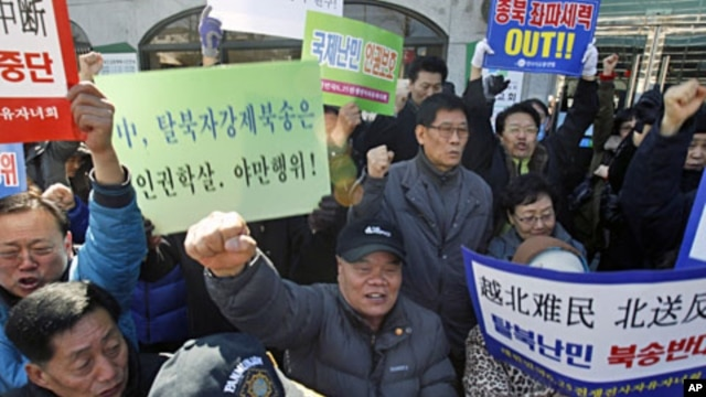 Protesters chant slogans during a rally near the Chinese embassy in Seoul to demand China not repatriate a group of North Korean refugees arrested in China, March 12, 2012