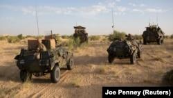 Soldats français patrouillant dans le nord de Tombouctou le 6 novembre 2014.