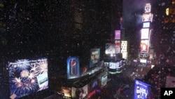 နယူးေယာက္၊ Times Square မွာ က်င္းပတဲ့ ႏွစ္သစ္ကူးျမင္ကြင္။ (ဇန္နဝါရီ ၁၊ ၂၀၁၃။)