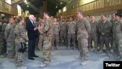 """Thượng nghị sĩ McCain luôn phản đối điều ông nói là một """"sự rút quân dựa trên lịch"""" khỏi Afghanistan."""