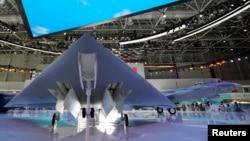 广东珠海中国国际航空航天博览会上展出的GJ-11隐形无人战斗机。(2021年9月29日)