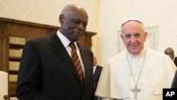 Foto gentilmente cedida pelo jornal do Vaticano, L'Osservatore Romano. Eduardo dos Santos e o Papa Francisco