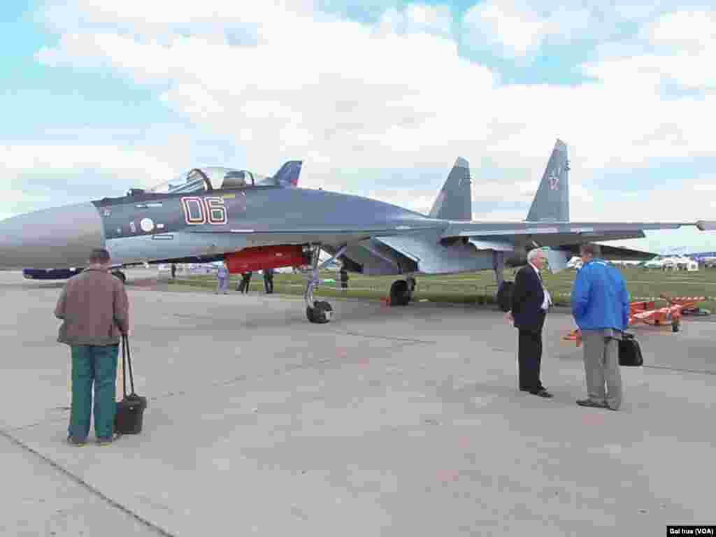 中国想购买的苏-35战机(美国之音白桦拍摄)