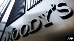 Moody hạ xếp hạng tín dụng 2 ngân hàng của Pháp