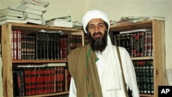Al-Qaida leader Osama bin Laden in Afghanistan (1998 file photo)