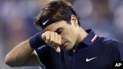 Petenis Swiss Roger Federer kembali kalah oleh pemain non unggulan asal Jerman, Daniel Brands, dalam turnamen Swiss terbuka di negaranya sendiri (foto: dok).