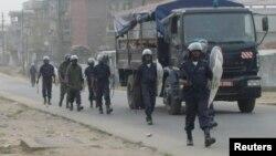 La police à Douala, Cameroun, 25 février 2008.