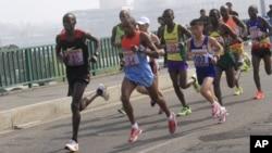 2016年4月10日的运动员在平壤万景台参加国际马拉松比赛