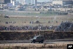 Palestinian demonstrators protest at the Israel Gaza border, Aug. 17, 2018.