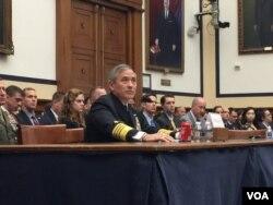美军太平洋司令部司令哈里斯海军上将星期三在众议院军事委员会作证(美国之音莉雅拍摄)。