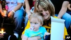 2010'daki Upper Big Branch kazasında oğlu Josh Napper'ı kaybeden Pam Napper, kucağında babasız kalan torunuyla