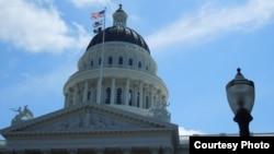 Toà nhà hành chính tiểu bang California (ảnh Bùi Văn Phú).
