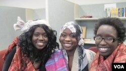 Dari kiri: Rita Achiro, Ehklas Ahmed dan Judith Abdalla bernyanyi untuk paduan suara Pihcintu Multicultural (foto:dok).