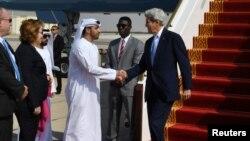 Джон Керри в аэропорту Абу-Даби, Объединенные Арабские Эмираты, 15 ноября 2016.