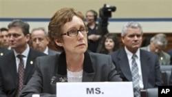 Bà Martha Johnson, Tổng giám đốc GSA điều trần trước Quốc hội Hoa Kỳ về vụ chi tiêu xa hoa cho hội nghị cấp vùng ở Las Vegas