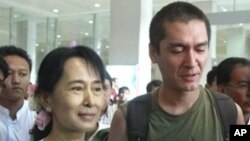 Suu Kyi, Son, Reunited after 10 Years Apart