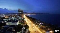 Ngành du lịch Việt Nam dự đoán tới năm 2020 sẽ thu hút 10 triệu du khách nước ngoài và thu về 33 tỷ đô la.