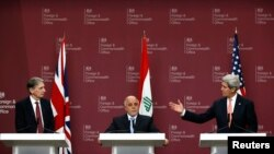 Britanski šef diplomatije Filip Hamond, irački premijer Hajder al Abadi i državni sekretar Džon Keri na konferenciji za novinare u Londonu