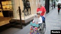 Pasangan manula di Tokyo. (Foto: Dok)