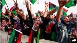 ແມ່ຍິງລີເບຍພາກັນສະຫລອງ ການປະກາດປົດປ່ອຍລີເບຍ ທີ່ຈະຕຸລັດ Martyrs' Square ໃນນະຄອນຫລວງ Tripoli, ວັນທີ 23 ຕຸລາ 2011.