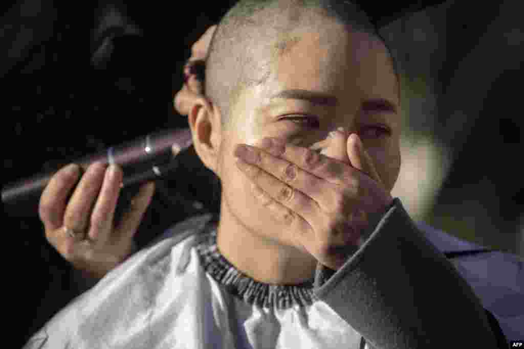 Li Wenzu has her head shaved to protest the detention of her husband and Chinese human rights lawyer Wang Quanzhang, during the 709 crackdown, in Beijing.
