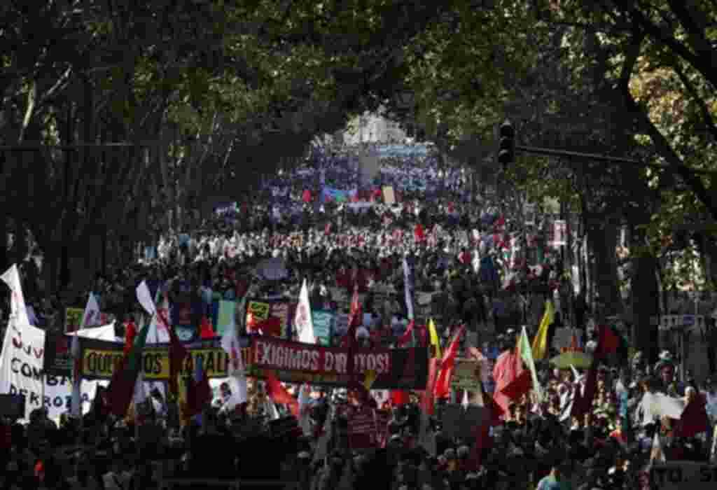 El mayor sindicato de trabajadores de Portugal salió a protestar en contra un futuro plan de rescate económico de 78 mil millones de euros.