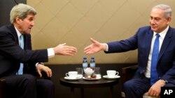 21일 세계경제포럼 참석차 스위스 다보스를 방문한 존 케리 미 국무장관(왼쪽)과 베냐민 네타냐후 이스라엘 총리가 만남을 가졌다.