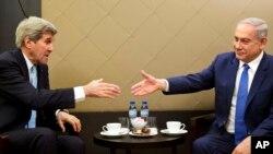 Ngoại trưởng Mỹ John Kerry gặp Thủ tướng Israel Benjamin Netanyahu bên lề Diễn đàn Kinh tế Thế giới ở Davos, Thụy Sĩ, ngày 21/1/2016.