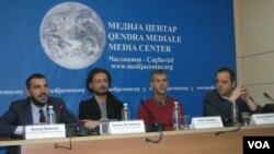 Učesnici debate ''Sloboda medija na Kosovu'' koja je održana u Medija Centru u Čaglavici, 27. decembar 2017.