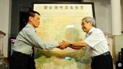 Tấm bản đồ Trung Quốc năm 1904 không có Hoàng Sa-Trường Sa được Tiến sĩ Mai Ngọc Hồng, nguyên trưởng phòng tư liệu thư viện của Viện Hán Nôm hiện là Giám đốc Trung tâm nghiên cứu và ứng dụng phả học Việt Nam, tặng cho Bảo tàng lịch sử quốc gia hồi cuối tháng 7, 2012.