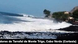 Mar agitado em Tarrafal de Monte Trigo, ilha de Santo Antão, Cabo Verde