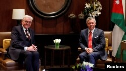Jordan's King Abdullah (R) meets with German President Frank-Walter Steinmeier at the Royal Palace in Amman, Jan. 28, 2018.