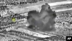 러시아 국방부가 2일 자국 전투기들의 시리아 내 공습 장면을 담은 사진을 공개했다. 러시아는 24시간 동안 18회의 공습 출격이 있었다고 밝혔다.
