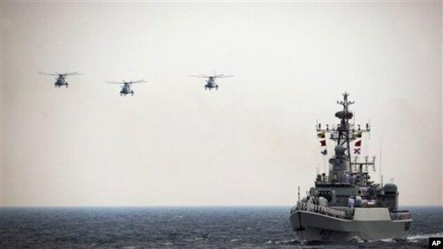 Máy bay trực và tàu chiến của hải quân Trung Quốc.