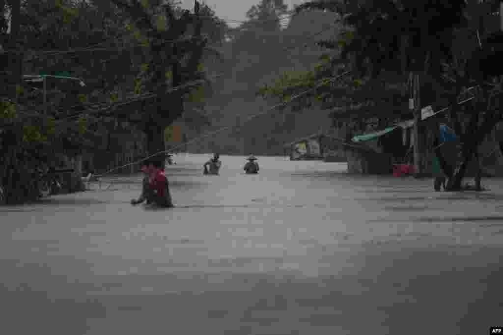 Myanmar'dan bir sel görüntüsü....