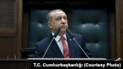 Presiden Turki Recep Erdogan menggunakan pidato mingguan di Parlemen menyerang keras Israel atas tindakan keamanan di pintu masuk ke Masjid al-Aqsa di Yerusalem.