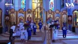 З яким настроєм чекають на Великдень американці та українська громада у США, та як готуються церкви? Відео