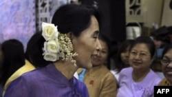 Khôi nguyên giải Nobel hòa bình 65 tuổi Aung San Suu Kyi