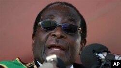 លោកប្រធានាធិបតី Robert Mugabe នៃប្រទេសហ្សីមបាវ៉េ។