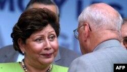 Alba Luz Ramos presidenta de la Corte Suprema de Justicia de Nicaragua, junto al entonces presidente de Nicaragua, Enrique Bolaños (D), el 5 de setiembre de 2003.