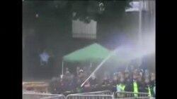 香港警方與包圍政總示威者衝突
