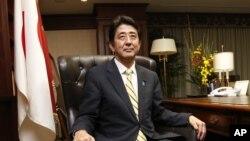 Ketua Partai Oposisi Utama Jepang, Liberal Democratic Party (LDP), Shinzo Abe di kantor pusat partainya di Tokyo (26/9).