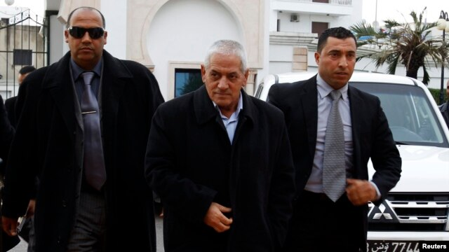 Hussein Abassi (C), head of the Tunisian General Labour Union (UGTT), arrives at a meeting in Tunis Dec. 23, 2013.
