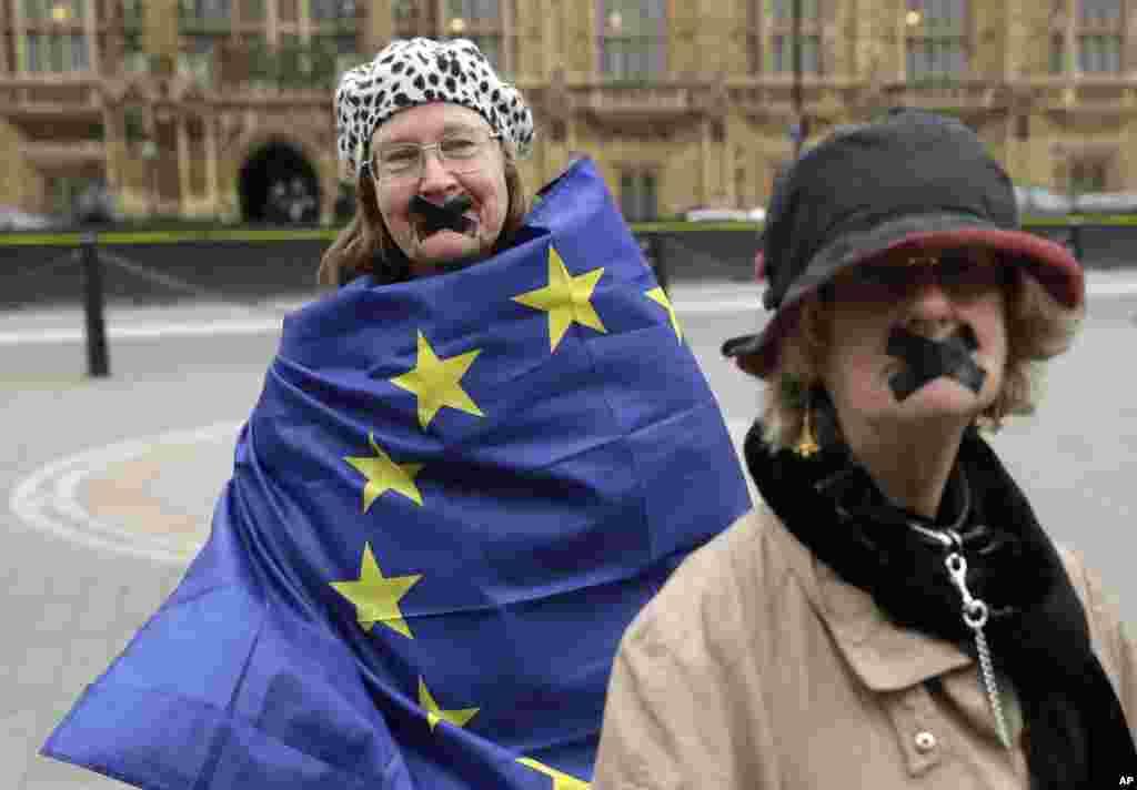 تحصن معترضان به جدایی بریتانیا از اتحادیه اروپا بیرون از ساختمان مجلس عوام در مرکز لندن