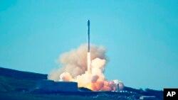 La compañía propiedad de Elon Musk logró traer a salvo el Falcon 9, un cohete que ya había sido utilizado en una misión espacial.