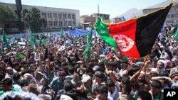 Những người ủng hộ ứng cử viên tổng thống Abdullah tham gia biểu tình trong thủ đô Kabul phản đối gian lận bầu cử 27/6/14