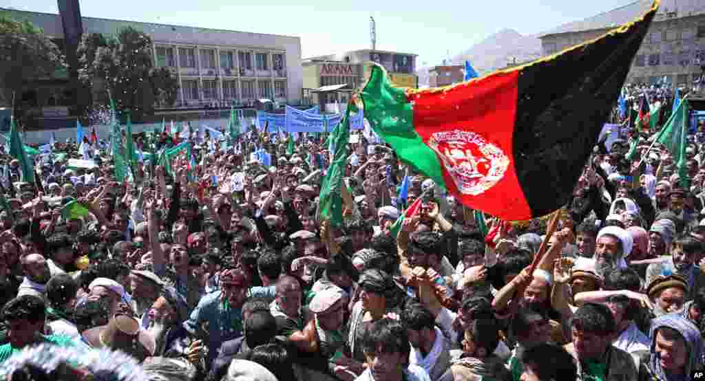Thousands of angry protesters march on the Afghan president's palace in support of candidate Abdullah Abdullah, who claims that mass fraud was committed during the presidential election, Kabul, June 27, 2014.