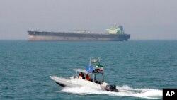 ایراني پوځیانو ویلي که په خلیج کې یې امنیت وګواښل شي دوي به د امریکا جنګي کښتۍ له منځه یوسي.