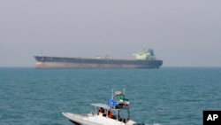 Iranski gliser u blizini britanskog tankera u Ormuskom moreuzu